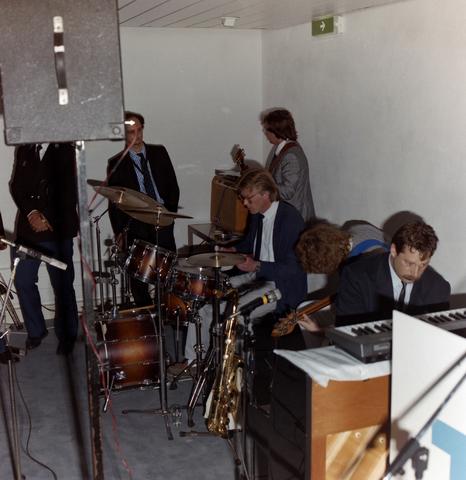 1237_012_902_008 - Tilburgse Bouwvereniging (TBV): feestelijke bijeenkomst. Muzikanten.
