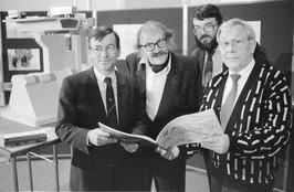 v.l.n.r. gedeputeerde Jaap Ventevogel, ontwerpers Wilhelm Holzbauer, Martin Mann…