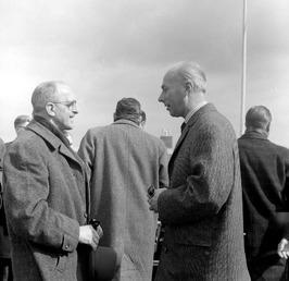 staatsecretaris Scholten (rechts), links (?)