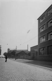 zeppelin; rechts scheepswerf de Schelde met de machinefabriek en aan het einde d…