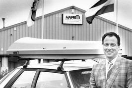 Eigenaar van Hapro Products bv uit Kapelle, R. T. Henkemans bij het nieuwste mod…