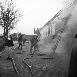 schuur van H. Jansen na spelen met vuur in de as