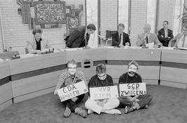 actie Stop Covra in het gemeentehuis van Heinkenszand