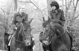 politie te paard tijdens actieweekend ter herdenking van ramp Tjsernobyl; Twee l…