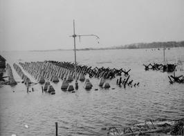 Höckerhindernisse, ook wel aangeduid als drakentanden, aangelegd als Duitse tank…