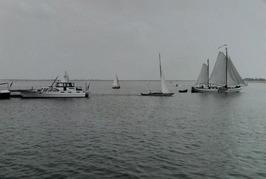 zeilschepen + motorboot