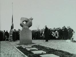 herdenking van de rampslachtoffers bij het gedenkteken, 5 jaar na de ramp