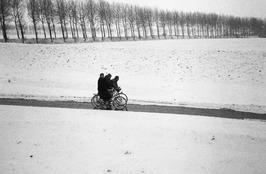 tussen Oud Vossemeer - Sint Annaland; sneeuw