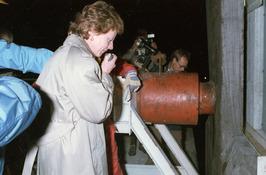 minister Neelie Smit Kroes tijdens werkzaamheden Pijlerdam