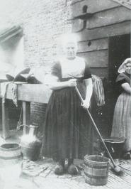 vrouwen; schoonmaakwerkzaamheden