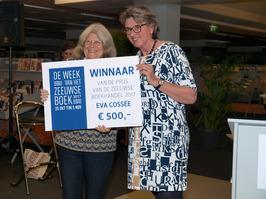 Zeeuwse Boekenprijs 2017. Uitreiking prijs Zeeuwse Boekhandel aan E. Cossée door…