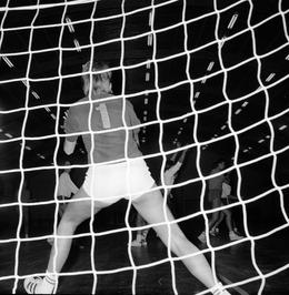 Keeper in actie tijdens wedstrijd Olympus - EMM.