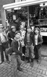 Kinderen bij een attractie.