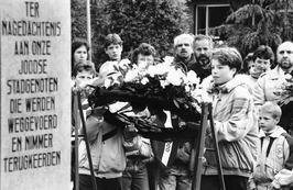 Dodenherdenking bij Joods Monument.