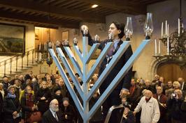 Ontsteking kaarsen chanoukia door burgemeester Harald Bergmann in het stadhuis v…