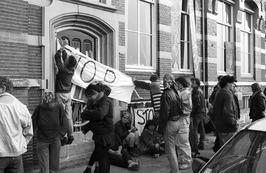 actie Stop Covra bij kantoor Covra aan de Loskade in Middelburg
