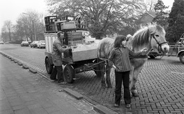 melkboer met paard en wagen