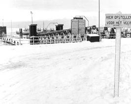 Kruiningen-Perkpolder; aanlegplaats Perkpolder, sneeuw