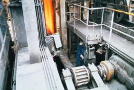 de oven wordt gedrumd; de drumstang is in de oven; op de stoep wordt geschept; d…