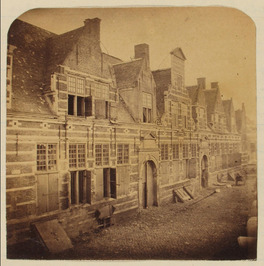 't werkhuis afgebroken in 1865, op de geweldig zware fundamenten van dit gebouw …