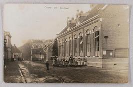 in oktober 1880 in gebruik genomen schoolgebouw