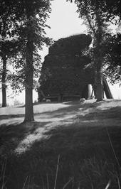 ruïne van de in 1562 verwoeste kerk van Brigdamme. De ruïne is tijdens de Tweede…