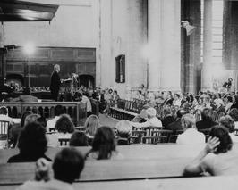 protestbijeenkomst tegen de afsluitng van de Oosterschelde in de Magdalenekerk