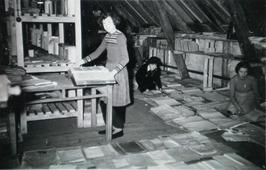 drogen van de kerk-archieven op zolder stadhuis