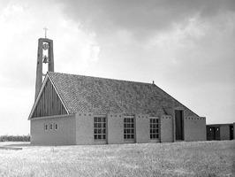 de op 6 oktober 1960 in gebruik genomen Gereformeerde kerk aan de Langeweg.