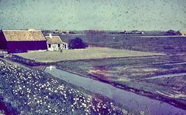 boerderij van Simon Fondse onderaan de inlaagdijk van de Kistes inlaag tussen Zi…