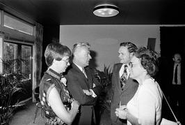Afscheidsreceptie directeur Hoechst J. Nijman (2e van links).