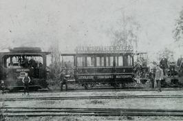 tram van de IJzendijksche Stoomtramweg Maatschappij; de machinist is Johannes Ho…
