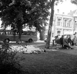 uitrusten in het parkje op een warme donderdag