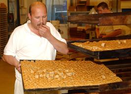 bakker Hirdes; pepernoten