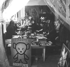 posters schilderen ter voorbereiding van het Zeeuws boekenbal