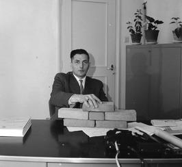 Technisch ambtenaar A. van Overbeeke, geboren op 1e kerstdag 1920 te Kattendijke…