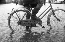 hoog water; fietser; Oosterschelde Open