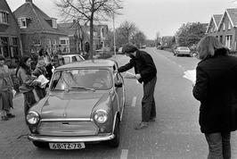 Actie van de bewoners van de Noordweg waar 50 km/h mag worden gereden; spandoek …