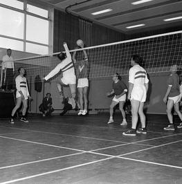 Politie volleybal.