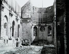 verwoesting interieur Rooms-Katholieke kerk na bombardement van 17 mei 1940