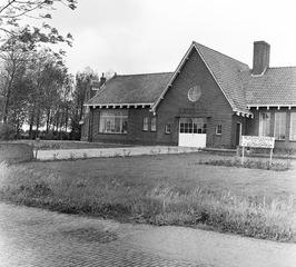voormalig  streekziekenhuis (hoek Herenweg/Donkereweg) stond leeg sinds 1957 en …