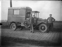 vrachtauto van de grossierderij Gebroeders Catsman; kenteken K-2966 t.n.v. A.I. …