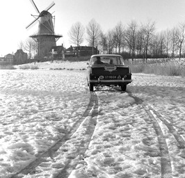 slipcursus op de bevroren vest door rijschool Jasperse, sneeuw