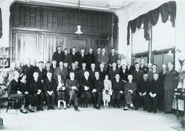 afscheid ir. Stevens en V.d. Plassche in Landbouwwinterschool, in het midden mr.…