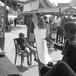 Ben van Vliet tekent een portret