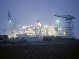scheepswerf Scheldepoort; avond opname; droogdok