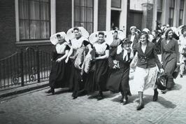 vrouwen; Het Nederlandsch Verbond van Christen Jonge Vrouwen- en Meisjesverenigi…