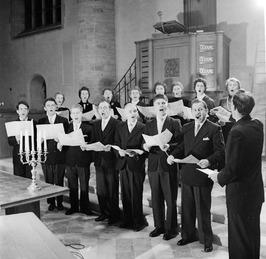 Repetitie in de Nieuwe Kerk van het Middelburgs Kamerkoor o.l.v. dirigent Bart L…