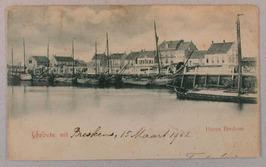 Op de achtergrond de Haven Westzijde met rechts het stoombootsveerhuis
