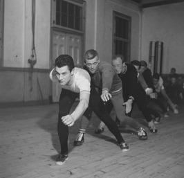 droogtraining van de schaatsselectie, gymnastieklokaal van de Rijksleerschool (?…